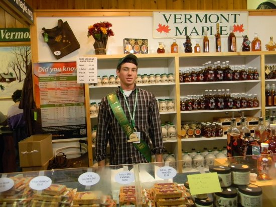 Randolph Center, Вермонт: David Lambert, representing Vermont Maple at Eastern States Expo.