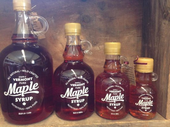 Randolph Center, Вермонт: Amber Rich maple syrup in a size suited for everyone. A great bottle for your table.