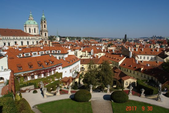 The Vrtba Garden: Вид с каскадов в Вртбовском саде...Прага