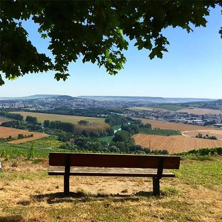 Mailly-Champagne, France: Picnic area in the village of Hautvillers