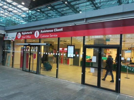 Biglietteria trenitalia foto di stazione alta velocit - Orari treni milano torino porta susa ...