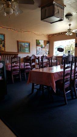 Maya's Restaurant: small friendly place