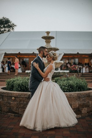 Hillsboro, MO: Fountain Kiss