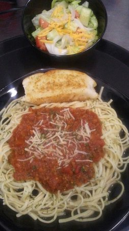 Canton, Kuzey Carolina: An occasional special is Chef Tillman's scratchmade spaghetti sauce and pasta dinner w/salad.
