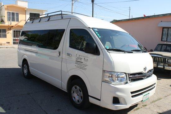 Viaje por Chiapas: Camionetas Toyotas Hiace para servicios especiales