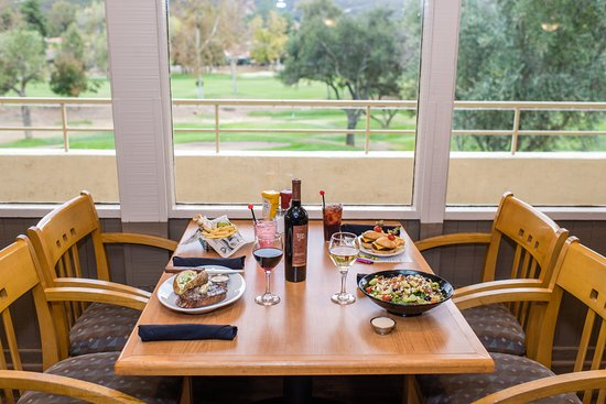 The Oaks Grill and Par Lounge: Family friendly dining with a view in The Oaks Grille