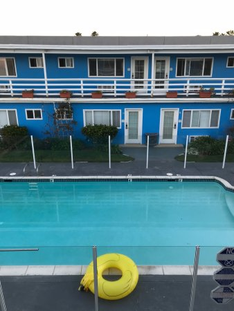 The Inn at Sunset Cliffs: View or pool and room door