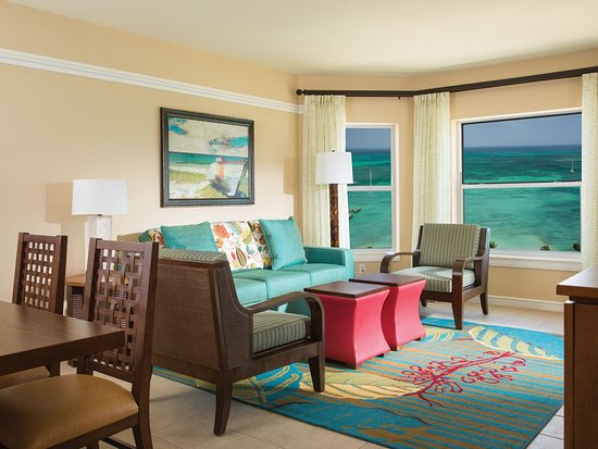 ‪‪Marriott's Aruba Surf Club‬: Villa Living & Dining Room - Oceanfront‬