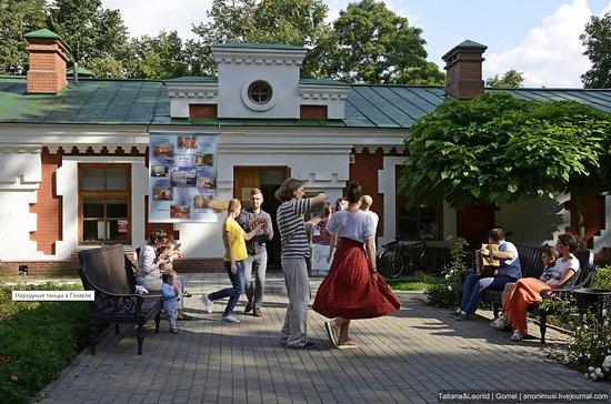 Gomel, Bielorrússia: Танцы