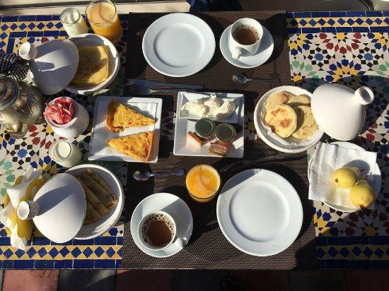 Riad Malika: petit déjeuner en terrasse