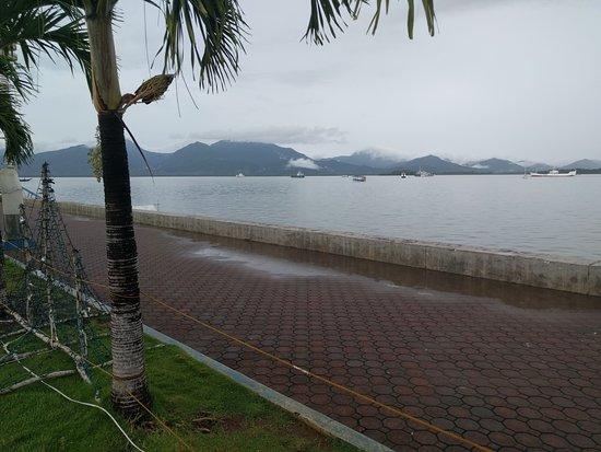 Puerto Princesa City Baywalk Park : view