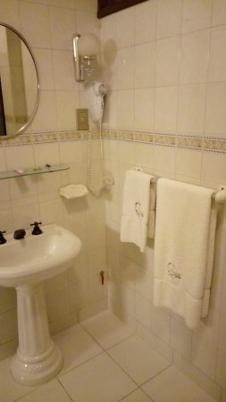Capital Plaza Hotel: Banheiro do Quarto
