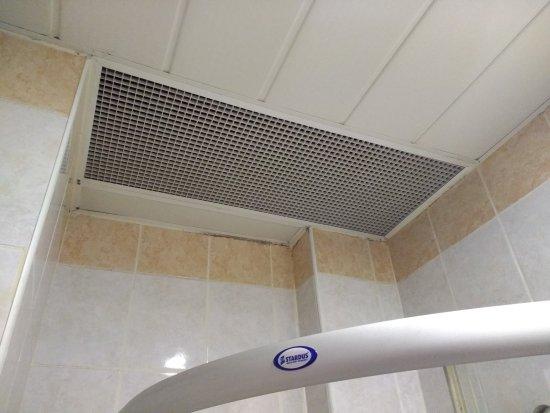Nena Hotel: bathroom ceiling