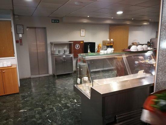 Pythagorion Hotel: Зал ресторана со шведским столом