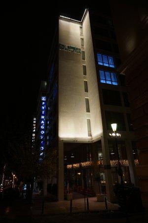Pythagorion Hotel: Здание отеля Пифагрион и Кубик