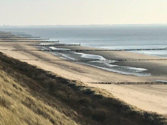 Westkapelle, هولندا: Het strand op 400 meter van het hotel.