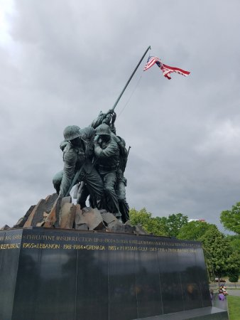 U.S. Marine Corps War Memorial : Iwo Jima is located on the outskirts of Arlington National Cemetery