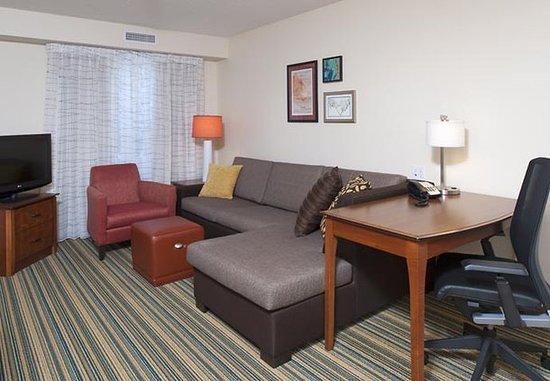 Residence Inn Holland: Guest room