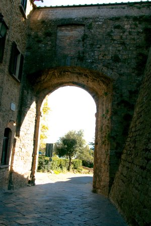Porta all'Arco : inside gateway