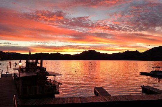 Saguaro Lake Sunset Cruise with Live...