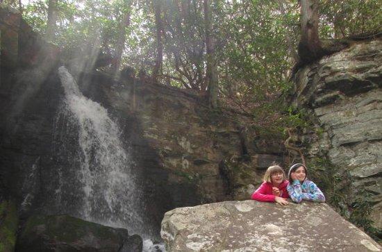 Caminata escondida en cascada en...