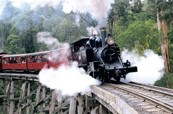 Puffing Billy & Wineries: Full-Day...