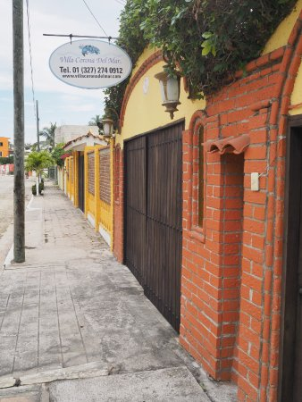Villa Corona del Mar: The entrance on a quiet, residential street.