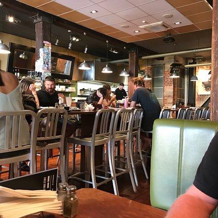 Joe 39 s garage wellington restaurant avis num ro de for Garage des paluds avis