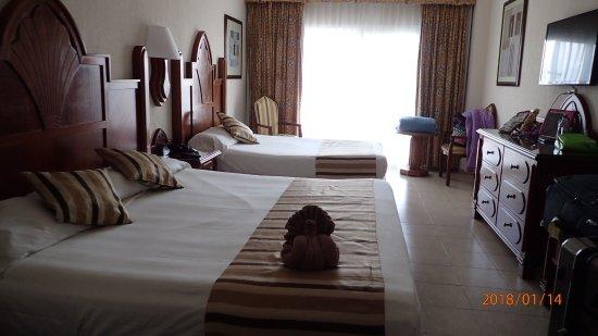 Riu Vallarta Family Room Pictures