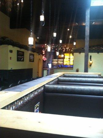 Kingston, WA: Restaurant interior, lots of nice light fixtures
