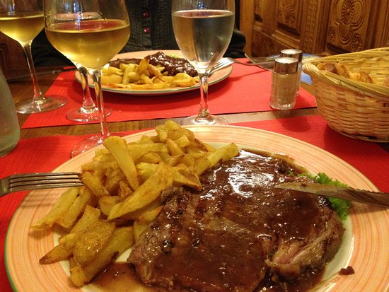 Ла-Шартр-сюр-ле-Луар, Франция: When the restaurant is closed their brasserie serves great food and wine