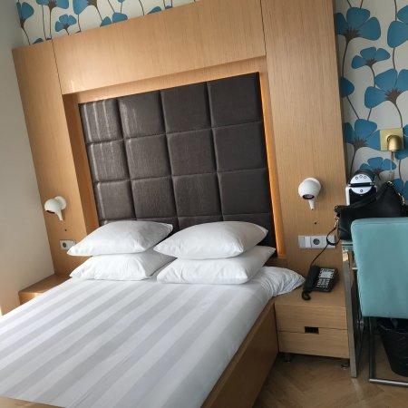 Amadi Park Hotel: Camera doppia con tutti i comfort, bagno moderno e possibilità di usufruire gratuitamente dell'u