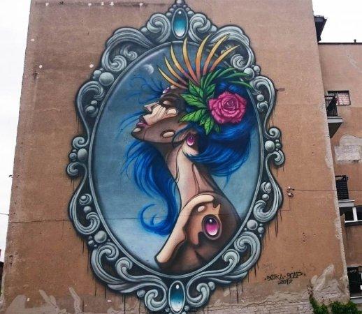 """""""Panienka z okienka"""" Mural"""