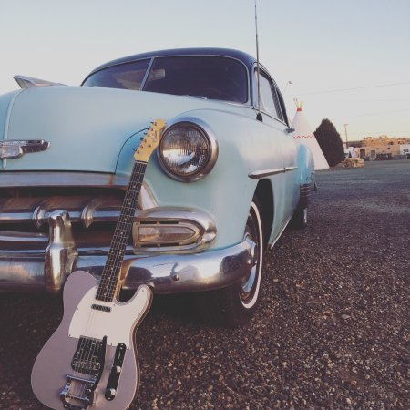 Wigwam Motel: Cars and guitars at the iconic Wigwam!