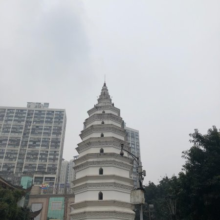 Luzhou, China: 報恩塔