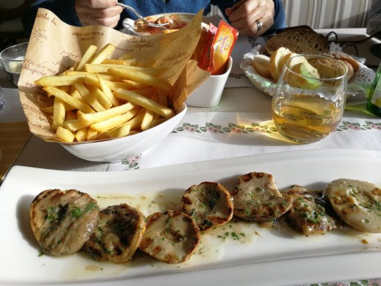 Hotel Nevada: Grilles mountain mushrooms with garlic and chips