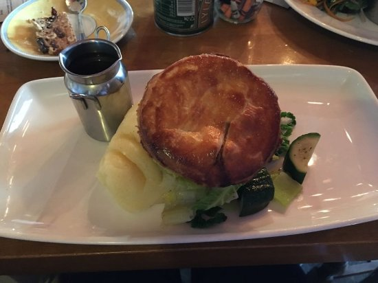 Chalfont St. Giles, UK: Great pie, tasty and good amount of meat - excellent mash