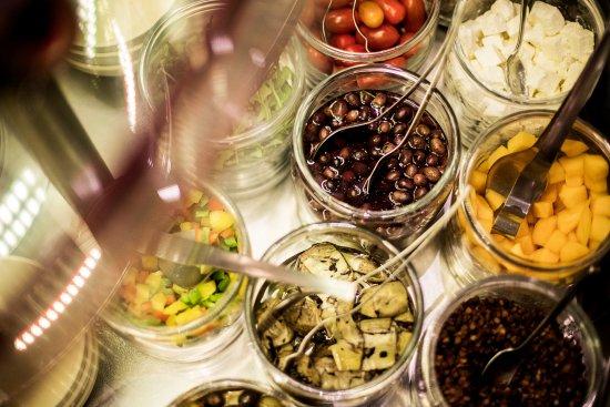 Bland Din Egen Salat Som Tilbehør Eller Som Hovedret Picture Of A