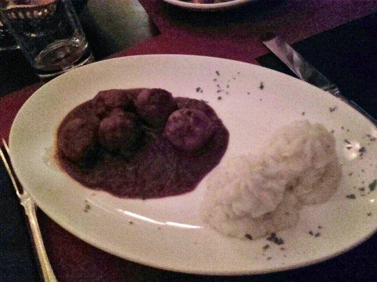 Vino Vino: Meatballs