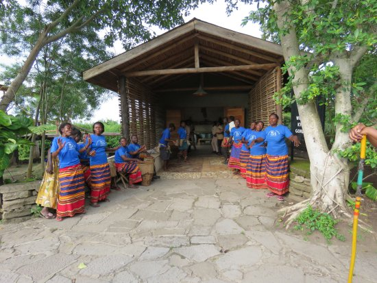 Kyambura Gorge Lodge: Welcome choir