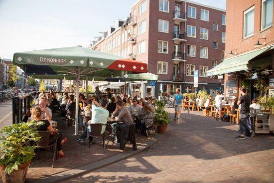 Cafe Maxwell: Sunny terrace