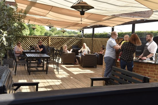 Hollingbourne, UK: outside terrace and BBQ