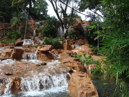Langkawi, Malaysia: Ansicht des Wasserfalls vom Parkplatz