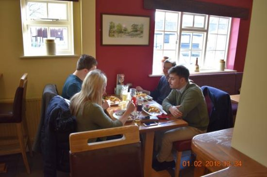 Milton, UK: Guests Enjoying A Lovely Lunch
