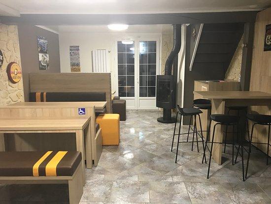 Fismes, France: Disposition de la salle / Décoration / Ambiance