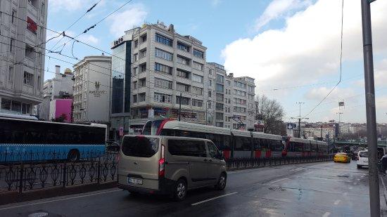 Yigitalp Hotel: The Aksaray tram station. 3 minutes from the hotel.