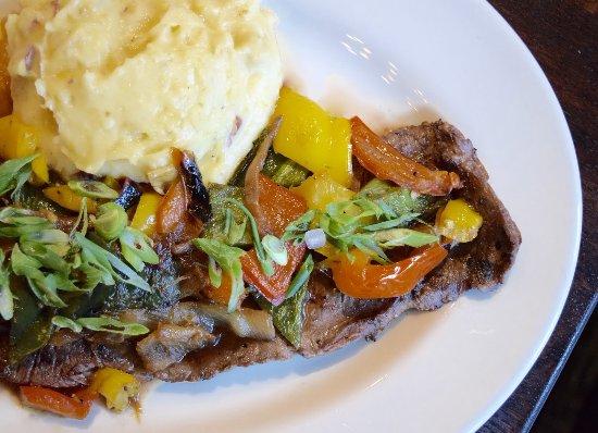 Weber Holzkohlegrill Steak Grillen : Teriyaki skirt steak with roasted peppers bild von weber grill
