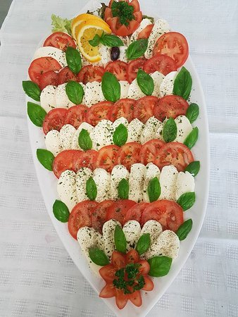Torgelow, Germany: Tomate - Mozzarella Platte (Buffet)