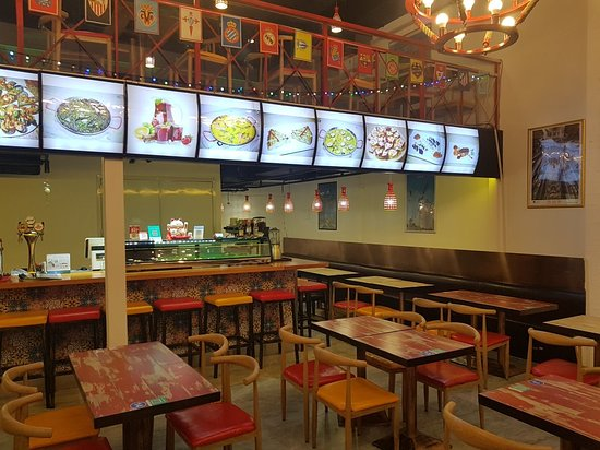 El Toro, Spanyol: every night we get new costumers we happy for our food