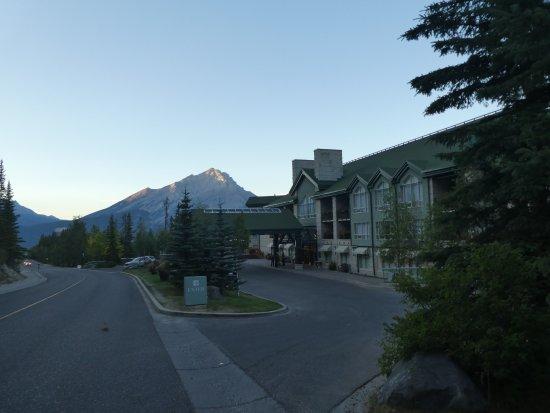 Rimrock Resort Hotel: Front of hotel